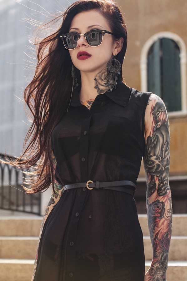 Black Tats | 10 Cool All Black Outfits