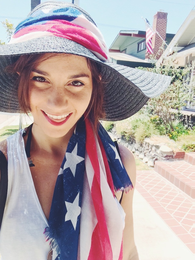 make your own 4th of July Hat with @itsa_Lisa of itsaLisa.com